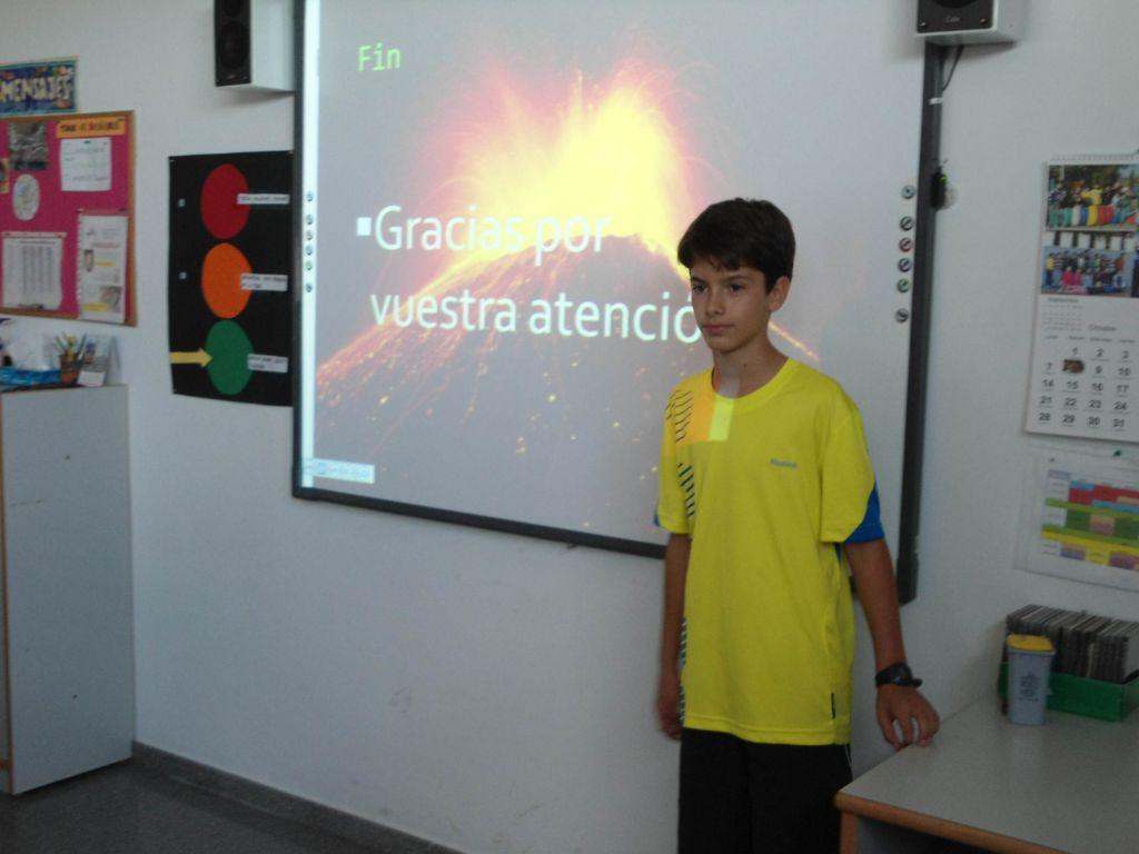 Pedro expone su conferencia